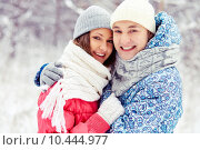 Купить «Couple in winter park», фото № 10444977, снято 4 июня 2020 г. (c) PantherMedia / Фотобанк Лори