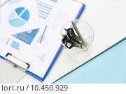 Купить «close up of cup with scissors and pens at office», фото № 10450929, снято 18 июня 2015 г. (c) Syda Productions / Фотобанк Лори