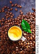 Купить «Cup of rich frothy coffee with coffee beans», фото № 10453597, снято 21 ноября 2019 г. (c) PantherMedia / Фотобанк Лори