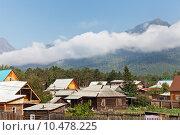 Вид сверху на поселок Аршан летним утром. Низкие облака на горах. Восточные Саяны (2015 год). Стоковое фото, фотограф Виктория Катьянова / Фотобанк Лори