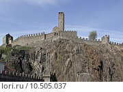 Купить «wall rock castle chateau tessin», фото № 10505037, снято 25 мая 2018 г. (c) PantherMedia / Фотобанк Лори