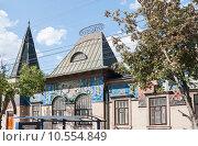 Купить «Фрагмент фасада музея градостроительства и быта в Таганроге», эксклюзивное фото № 10554849, снято 16 июля 2015 г. (c) Алёшина Оксана / Фотобанк Лори