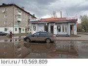 Купить «Кинешма, большая лужа на улице 50-летия Комсомола летом», эксклюзивное фото № 10569809, снято 3 мая 2015 г. (c) Дмитрий Неумоин / Фотобанк Лори