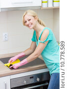 Купить «Beautiful housewife cleaning in the kitchen», фото № 10778589, снято 25 июня 2018 г. (c) PantherMedia / Фотобанк Лори