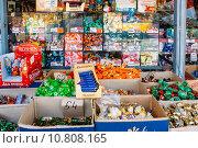 Купить «Конфеты и сладости на рынке», фото № 10808165, снято 12 декабря 2012 г. (c) g.bruev / Фотобанк Лори
