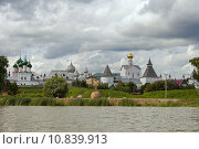 Панорама Ростовского кремля с озера Неро (2015 год). Редакционное фото, фотограф Ковалев Василий / Фотобанк Лори