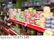 Купить «Canned goods at groceries section of average Polish supermarket», фото № 10871545, снято 22 марта 2015 г. (c) Яков Филимонов / Фотобанк Лори