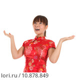 Купить «Chinese cheongsam girl open arms looking up», фото № 10878849, снято 16 июня 2019 г. (c) PantherMedia / Фотобанк Лори