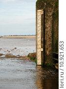 Купить «Water level marker on the shore», фото № 10921653, снято 22 июля 2019 г. (c) PantherMedia / Фотобанк Лори