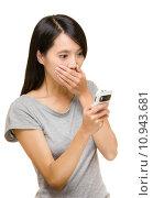 Купить «Asian woman shocking about the things on mobile», фото № 10943681, снято 10 апреля 2020 г. (c) PantherMedia / Фотобанк Лори