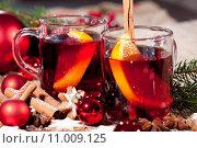 Купить «hot aromatic hot wine punch with oranges and cinnamon», фото № 11009125, снято 18 октября 2019 г. (c) PantherMedia / Фотобанк Лори