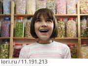 Купить «girl in sweet shop», фото № 11191213, снято 23 октября 2019 г. (c) PantherMedia / Фотобанк Лори