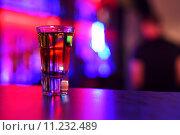 Купить «Стопка с шотом на барной стойке», фото № 11232489, снято 2 июля 2015 г. (c) Jan Jack Russo Media / Фотобанк Лори