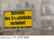 Купить «Schild Eltern haften für Ihre Kinder», фото № 11279489, снято 19 октября 2018 г. (c) PantherMedia / Фотобанк Лори