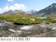 Купить «Горный ручей и озеро в долине Семи озер», фото № 11305181, снято 18 июля 2015 г. (c) Olivas / Фотобанк Лори