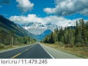 Купить «Icefield parkway between Jasper and Banff», фото № 11479245, снято 17 июля 2019 г. (c) PantherMedia / Фотобанк Лори