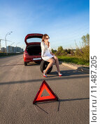 Купить «woman sitting on spare wheel against of broken car», фото № 11487205, снято 18 июня 2019 г. (c) PantherMedia / Фотобанк Лори