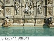 Купить «Fonte Gaia Fountain in Siena (Tuscany, Italy)», фото № 11508341, снято 26 марта 2019 г. (c) PantherMedia / Фотобанк Лори