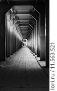 Узкий длинный коридор. Стоковое фото, фотограф Natalia Goleneva / Фотобанк Лори