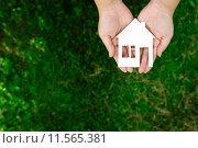 Купить «Недвижимость», фото № 11565381, снято 2 августа 2015 г. (c) Захар Гончаров / Фотобанк Лори