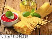 Купить «Dried spaghetti, tomato puree and olive oil», фото № 11616829, снято 19 марта 2019 г. (c) PantherMedia / Фотобанк Лори