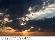 Купить «Cloudscape with the sun rays radiating from behind the cloud», фото № 11797477, снято 15 сентября 2019 г. (c) PantherMedia / Фотобанк Лори