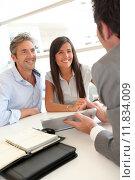 Купить «Real-estate agent showing house plans on electronic tablet», фото № 11834009, снято 23 февраля 2020 г. (c) PantherMedia / Фотобанк Лори