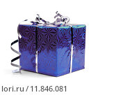 Синяя подарочная коробка на белом фоне. Стоковое фото, фотограф Владимир Ходатаев / Фотобанк Лори