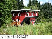 Купить «red building house skew schiefes», фото № 11860297, снято 19 июля 2018 г. (c) PantherMedia / Фотобанк Лори
