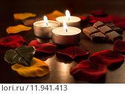 Romantic Tealights With Chocolate and Rose Petals. Стоковое фото, фотограф Sebastian Leesch / PantherMedia / Фотобанк Лори
