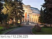 Купить «Главное здание Музея изобразительных искусств имени Пушкина», фото № 12236225, снято 29 августа 2015 г. (c) Victoria Demidova / Фотобанк Лори