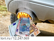 Купить «money euro fuel exhaust benzinpreis», фото № 12247069, снято 23 января 2018 г. (c) PantherMedia / Фотобанк Лори