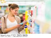 Купить «Beautiful young woman shopping in a grocery store/supermarket», фото № 12283969, снято 19 сентября 2018 г. (c) PantherMedia / Фотобанк Лори