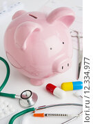 Купить «Savings Bank With Medical Equipment To Illustrate Health Insuran», фото № 12334977, снято 21 октября 2018 г. (c) PantherMedia / Фотобанк Лори