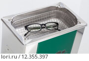 Купить «glasses eyeglasses cleaning spectacles ultrasonic», фото № 12355397, снято 27 мая 2019 г. (c) PantherMedia / Фотобанк Лори