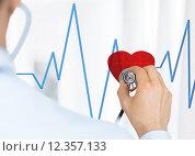 Купить «doctor listening to heart beat», фото № 12357133, снято 8 мая 2013 г. (c) Syda Productions / Фотобанк Лори