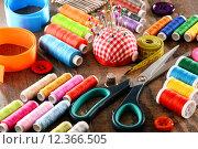 Купить «Composition with tailor accessories on wooden table», фото № 12366505, снято 18 февраля 2019 г. (c) PantherMedia / Фотобанк Лори