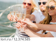 happy friends with glasses of champagne on yacht. Стоковое фото, фотограф Syda Productions / Фотобанк Лори