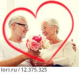 Купить «happy senior couple with bunch of flowers at home», фото № 12375325, снято 21 августа 2014 г. (c) Syda Productions / Фотобанк Лори