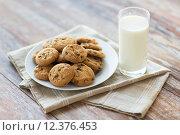 Купить «close up of chocolate oatmeal cookies and milk», фото № 12376453, снято 22 мая 2015 г. (c) Syda Productions / Фотобанк Лори