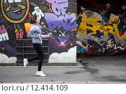 Купить «Young attractive woman running downtown», фото № 12414109, снято 15 декабря 2017 г. (c) PantherMedia / Фотобанк Лори