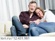 Купить «Mann und Frau freuen sich auf der Couch», фото № 12431981, снято 20 мая 2019 г. (c) PantherMedia / Фотобанк Лори
