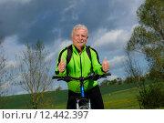 Купить «man nature senior fit bike», фото № 12442397, снято 21 января 2019 г. (c) PantherMedia / Фотобанк Лори