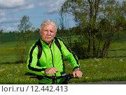 Купить «man nature senior fit bike», фото № 12442413, снято 21 апреля 2019 г. (c) PantherMedia / Фотобанк Лори