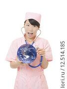 Купить «Chinese nurse checking the health of the earth on white background», фото № 12514185, снято 23 апреля 2019 г. (c) PantherMedia / Фотобанк Лори