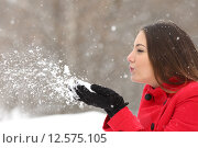 Купить «Candid woman in red blowing snow in winter», фото № 12575105, снято 27 мая 2018 г. (c) PantherMedia / Фотобанк Лори