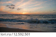 Морской прибой на закате солнца. Стоковое фото, фотограф Svet / Фотобанк Лори