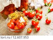 Купить «Маринованные и свежие томаты на столе», фото № 12607953, снято 2 сентября 2015 г. (c) Надежда Мишкова / Фотобанк Лори
