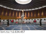 Купить «Вечный огонь. Мамаев курган», фото № 12634457, снято 16 апреля 2014 г. (c) Алексей Зарубин / Фотобанк Лори