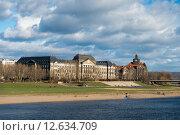 Министерство финансов и Саксонская государственная канцелярия на реке Эльба в Дрездене (2014 год). Стоковое фото, фотограф Алексей Зарубин / Фотобанк Лори